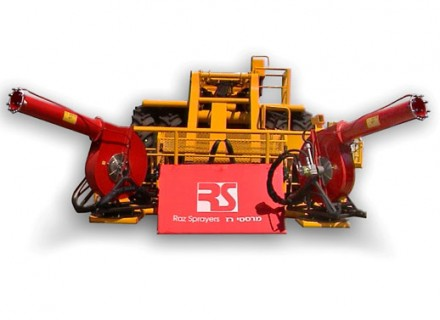 Agricultural sprayer Air blast sprayer mounted on a lift